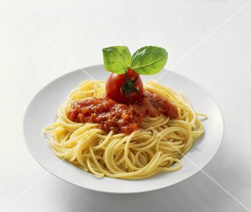 Spaghetti with tomato sauce and tomato