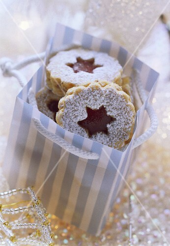Spitzbuben cookies with redcurrant jelly in gift bag