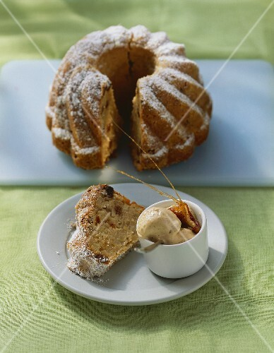 Apple gugelhupf with walnut ice cream