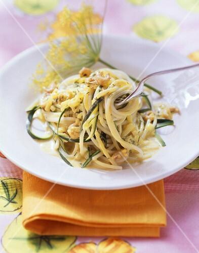 Spaghetti alla romanesca (Pasta with courgettes & shrimps)