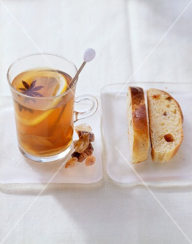 Tea punch with ginger and star anise, with sliced yeast bun