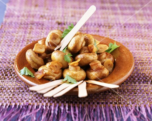 Champinones al ajillo (mushrooms in garlic & sherry, Spain)
