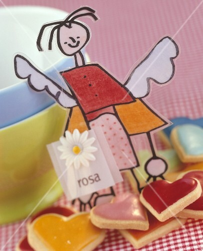 Paper angel & heart-shaped biscuits as table decoration