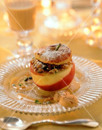 Baked apple with amaretti and pistachio filling