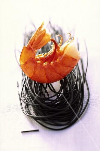 Shrimps with black pasta
