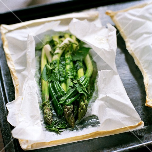 Green asparagus with herb butter baked in paper