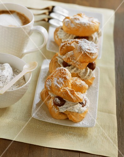 Cream puff, filled with vanilla & poppy seed cream & cherries