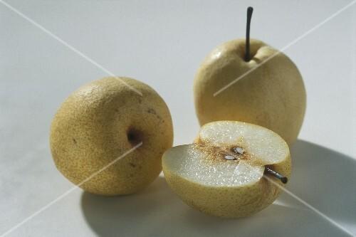 Nashi pear (Pyrus pyrifolia)