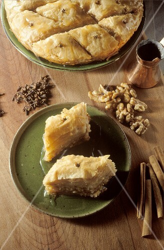 Baklava (Blätterteigkuchen mit Nüssen & Zuckersirup)