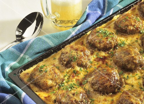 Gratin of Vienna steaks with chopped parsley