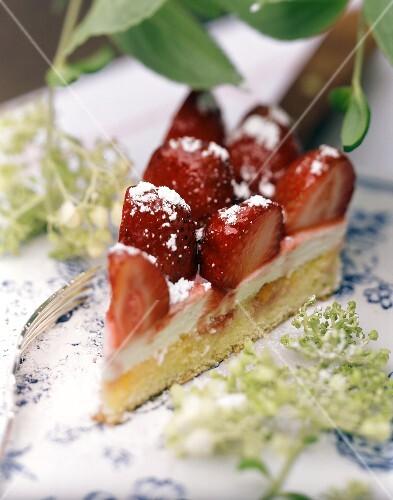 Strawberry gateau with elderflower cream & icing sugar