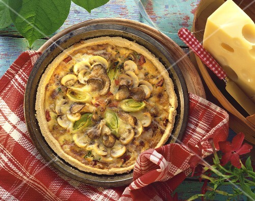 Mushroom quiche with leeks and cheese