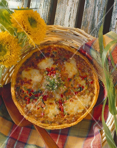 Savoury mince quiche with peppers and oregano flowers