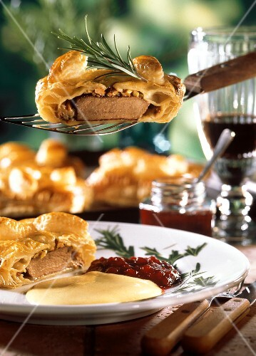 Venison medallions in puff pastry with rosemary & cranberries