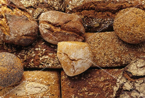 Various wholemeal loaves and rolls