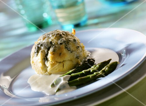 Cheese souffle with green asparagus