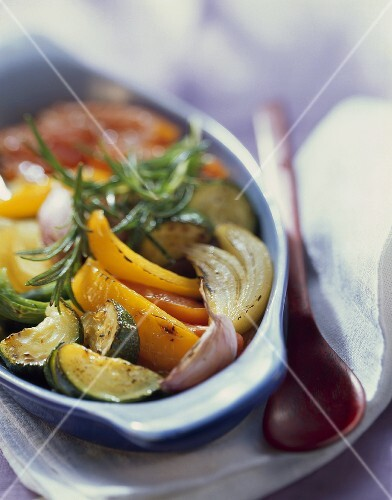 Oven-baked ratatouille with pepper, courgette, garlic
