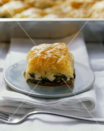 Puff pastry pie with spinach and sheep's cheese