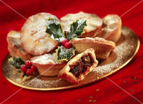 mince pies englische weihnachtspl tzchen mit trockenobst bild kaufen 233289 stockfood. Black Bedroom Furniture Sets. Home Design Ideas