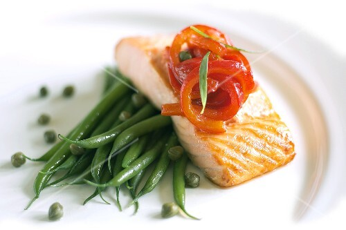Salmon fillet with green beans