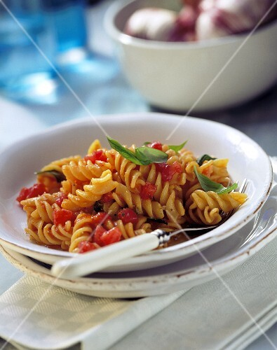 Fusilli with cold tomato sauce