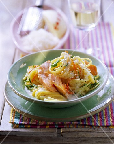 Linguine with salmon and cheese and chive sauce