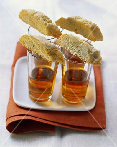 Cantuccini e Vin Santo (Almond biscuits & dessert wine, Italy)