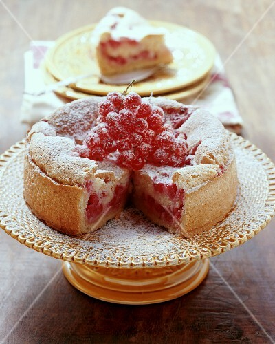 Trübelichueche (Redcurrant cake with meringue, Switzerland)