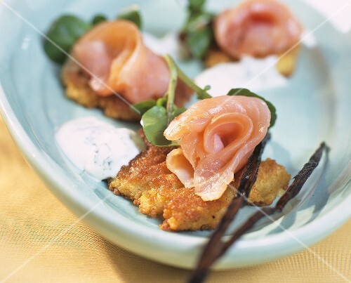 Vanilla couscous cakes with smoked salmon and cress sauce