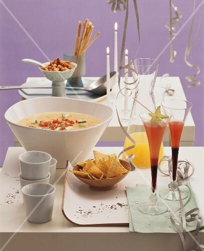 New Year's Eve buffet: lentil soup, cocktails & tortilla chips