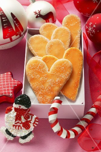 Christmas biscuits: orange hearts