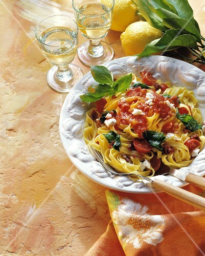 Pasta del capraio (Pasta with tomatoes and goat's cheese)