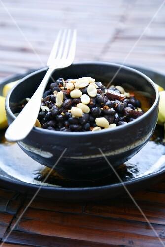 Schwarze Bohnen mit Speck, Erdnüssen, Chili (Namibia, Afrika)