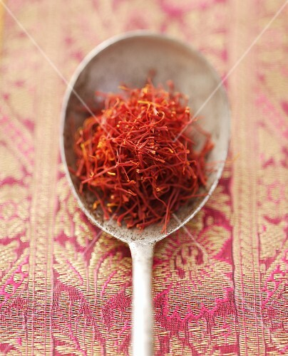 Saffron threads on spoon