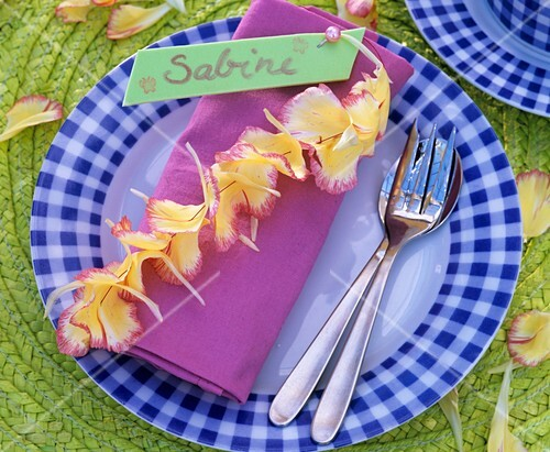 Napkin decoration with threaded flower petals