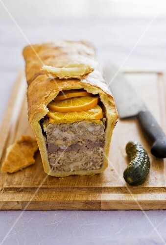 Meat pie with oranges