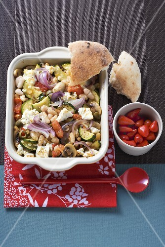 White beans with vegetables and sheep's cheese