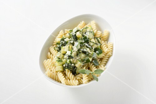 Pasta spirals with courgette ragout