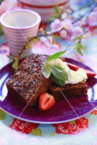 Strawberry bread with cream