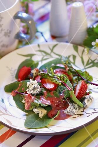 Salad leaves with strawberry vinaigrette