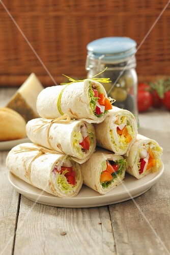 Salad wraps (with peppers and radishes) for a picnic