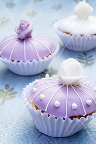 Cupcakes with marzipan roses