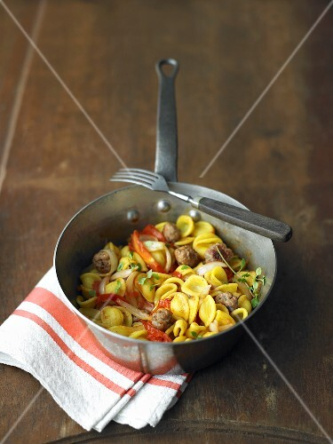 Quick tomato sauce with salsiccia and orecchiette
