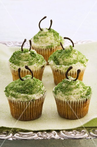 Cupcakes with pistachios and almonds
