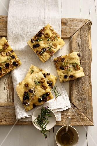 Focaccia con le olive (flat bread with olives and rosemary)