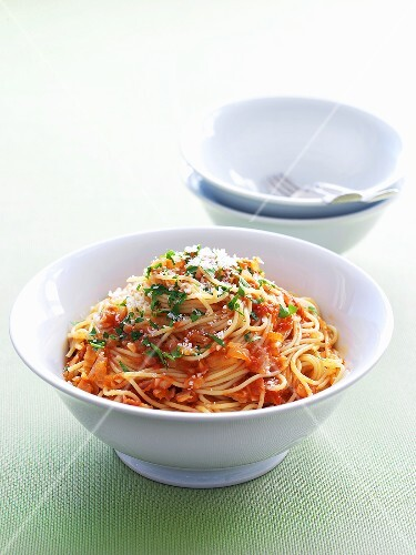 Spaghetti with a tomato chili sauce and pancetta