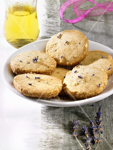 Lavender biscuits (Heidesand, German 'sand' biscuits)