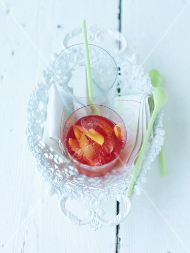 Cranberry drink with nectarine slices