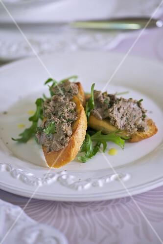 Crostini with chicken liver spread
