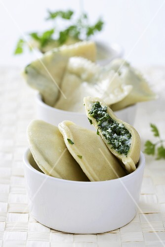 Pasta envelopes with spinach and ricotta filling